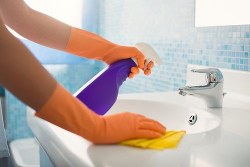 Libera el lavamanos de bacterias
