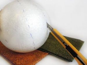 crear una esfera navideña que además de hermosa, resulte ser elegante y lo mejor ¡Hecha por Nosotros Mismas!