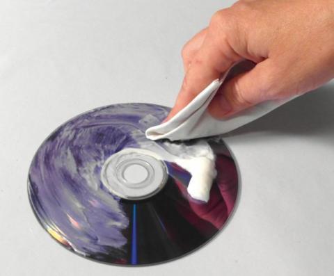 Limpia los DVDs y CDs rallados