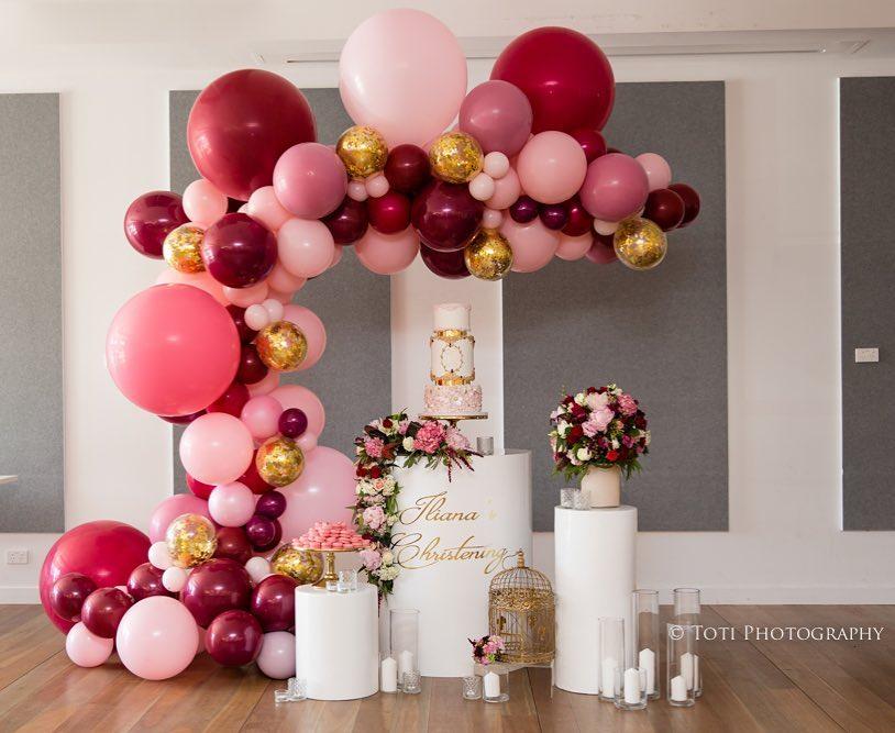 Decoración con globos para bautizo