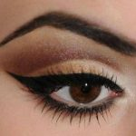 Delineato de ojos estilo cat eye
