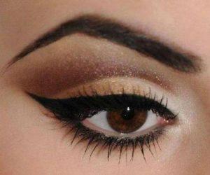 Delineato de ojos estilo cat eye