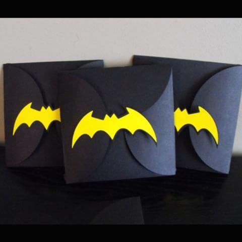 Invitaciones para una fiesta temática de batman