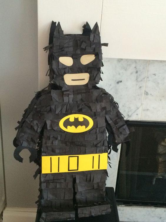 Piñatas para fiesta temática de batman