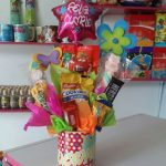 como hacer un bouquet de dulces con tazas