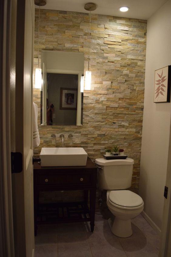 Baños decorados con piedra laja