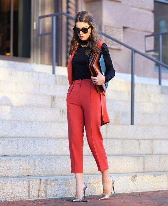 como vestir a los 30 años mujer con pantalon