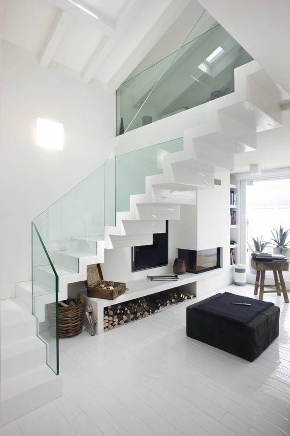 diseño de escaleras para espacios pequeños con vidrio templado