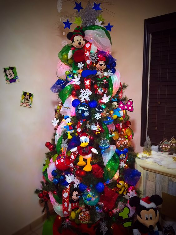 arbol de navidad decorado con peluches