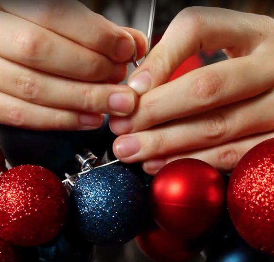 como hacer un adorno navideño para la puerta principal