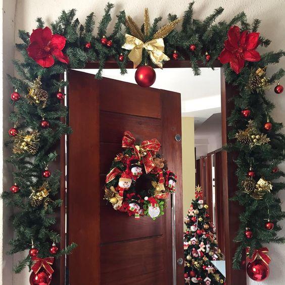 decoracion navideña para puertas de entrada elegantes