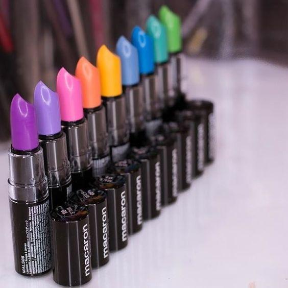 labios en color neon - colores