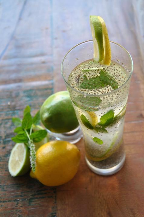 agua con chia y limon para eliminar grasa de la barriga