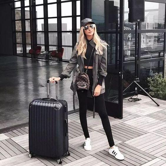 como viajar elegante y con estilo con tenis deportivos