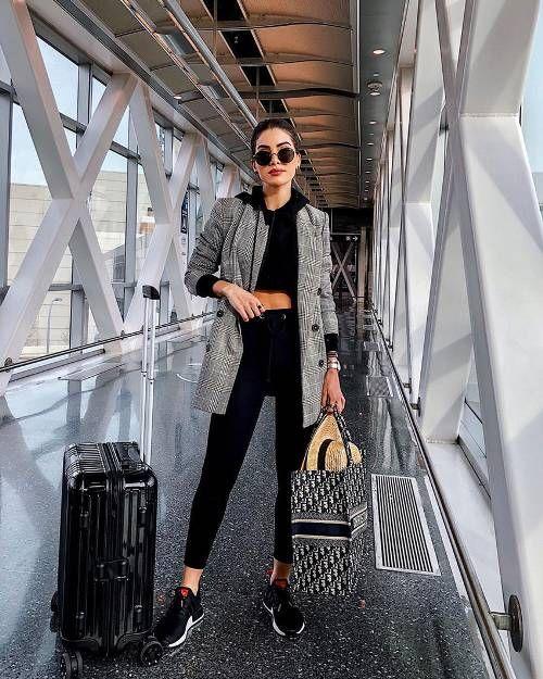 outfit para viajar en avion mujer elegante y a la moda